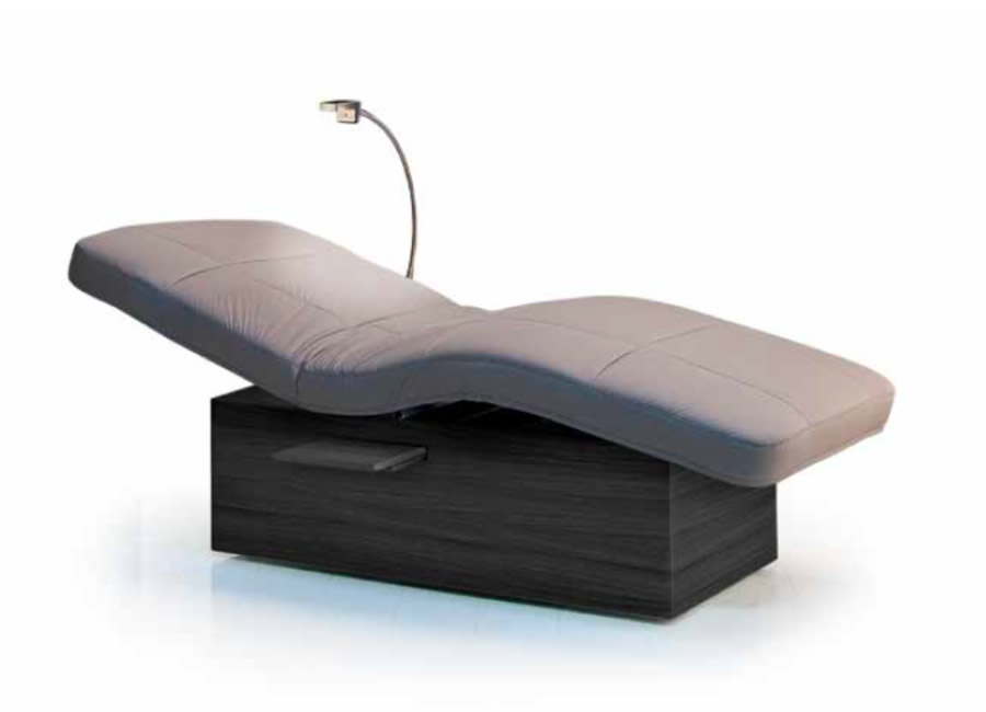 Gharieni Evo Lounger on Zero Gravity Chairs With Tray